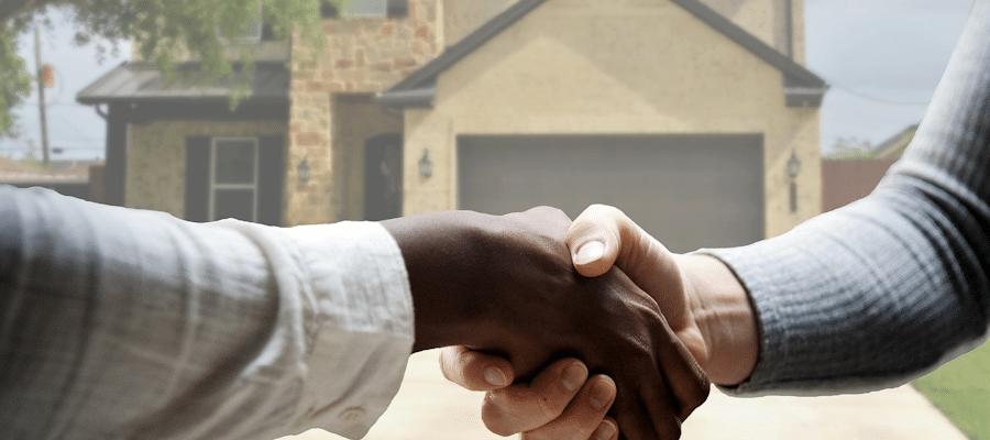 estate agent shaking hands